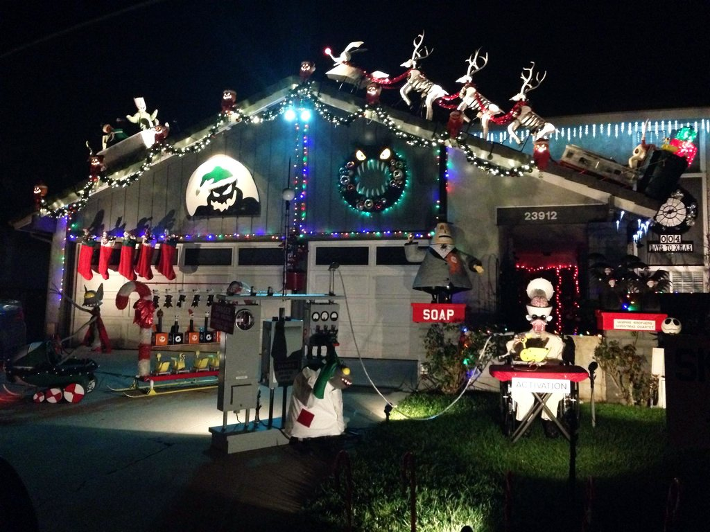 10 clever christmas decorations even a grinch would love for The christmas decorations